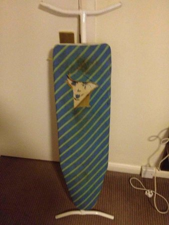 Mercure Wolverhampton Goldthorn Hotel:                   Terrible Ironing Borad