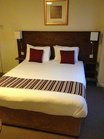 Mercure Wolverhampton Goldthorn Hotel:                   Comfy bed