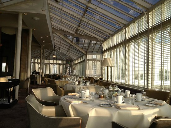 Gleneagles:                   Strathearn restaurant - conservatory for breakfast