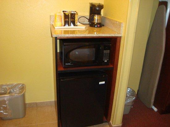 Rosen Inn:                   cafetera, microondas y heladera
