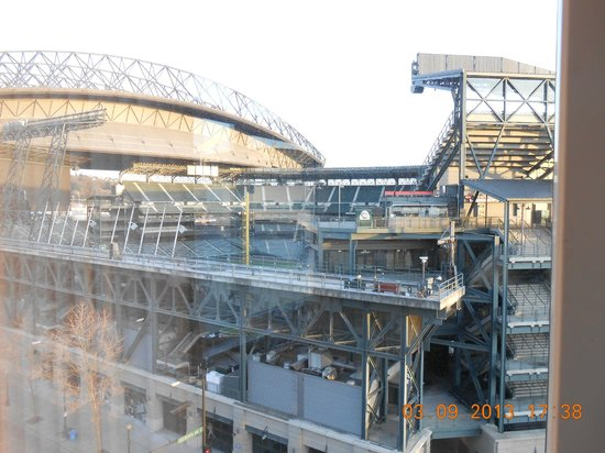 Silver Cloud Hotel - Seattle Stadium: View from our room