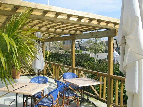 Terrasse couverte - Picture of Le Jardin de l\'Aber, Breles ...