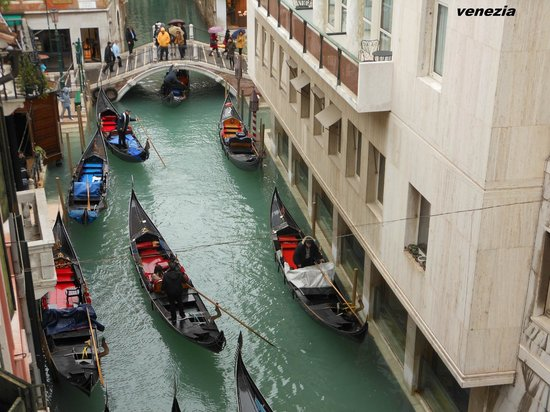 Hotel Lisbona:                   vista sul canale                 