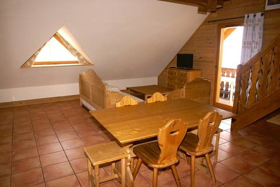 Residence Odalys Le Hameau de Praroustan:                                     coin salon/salle à manger