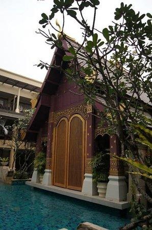 Burasari Resort :                   entrance from elite pool room