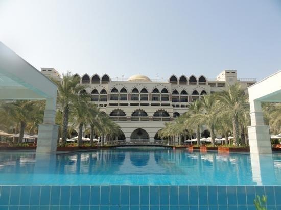 Jumeirah Zabeel Saray:                   Infinity pool
