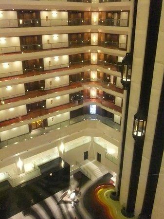 Le Meridien New Delhi: Rooms around the atrium