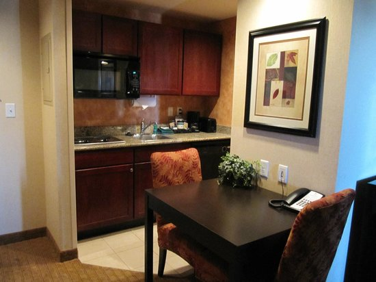 Homewood Suites Silver Spring: kitchen/dining