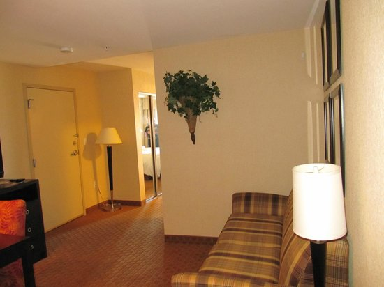 Homewood Suites Silver Spring: living/dining