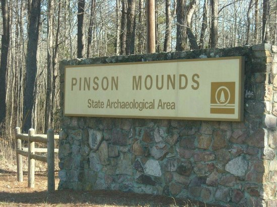 Pinson Mounds State Park: entrance to the park