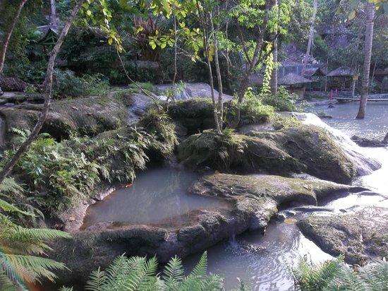 Hagimit Falls: Human encroachment :(