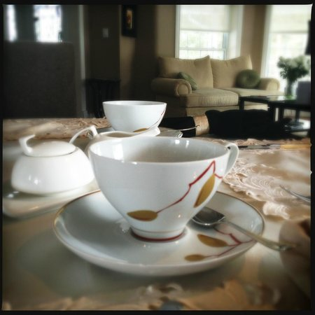 Hillview Haven B&B:                   Beautiful dining ware!