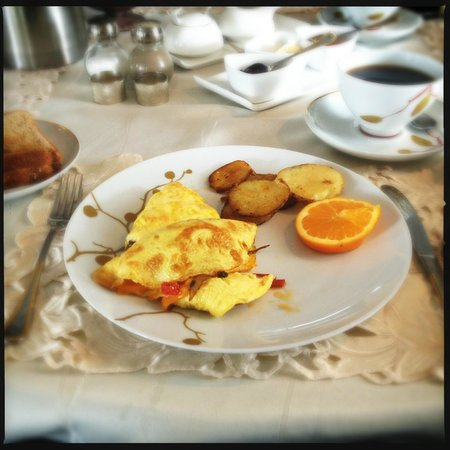 Hillview Haven B&B:                   Delicious breakfast!