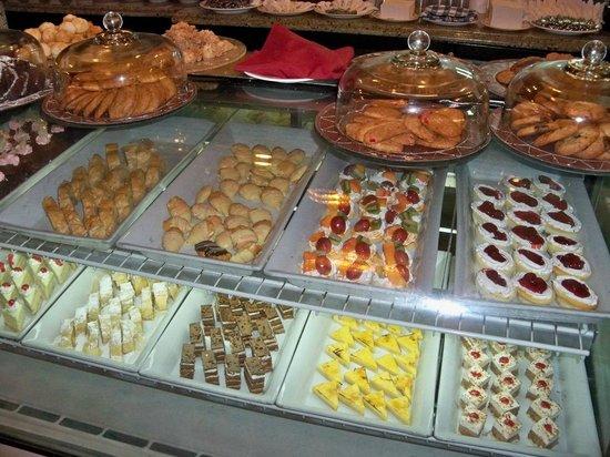 Sandals Whitehouse: Sweet Selection at Cafe de Paris