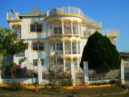 Whitehouse, Jamaica: Front view