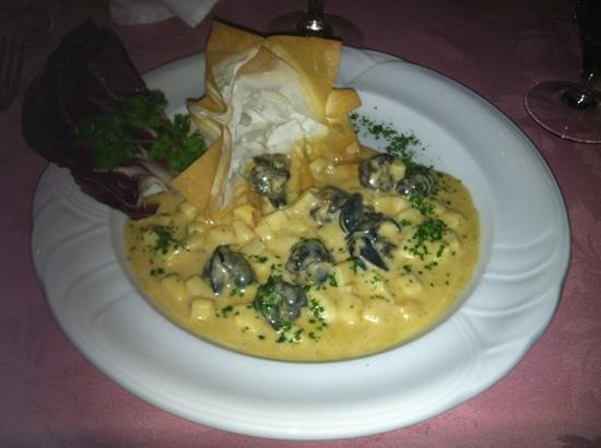 La Table de Pierre Delahaye:                   croquant d'escargots et sa crème délicieuse !