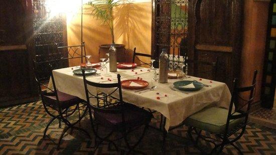 Riad Quenza: cena nel cortile interno