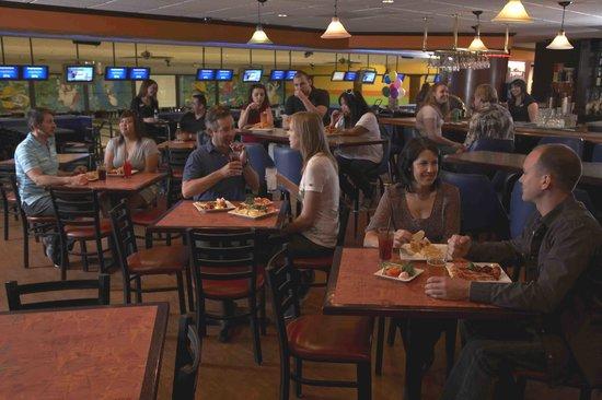 Jewel City Bowl : Striker's Lounge
