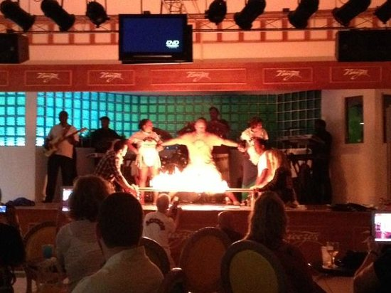 Breezes Resort & Spa Bahamas: Fire show....FIYAH!