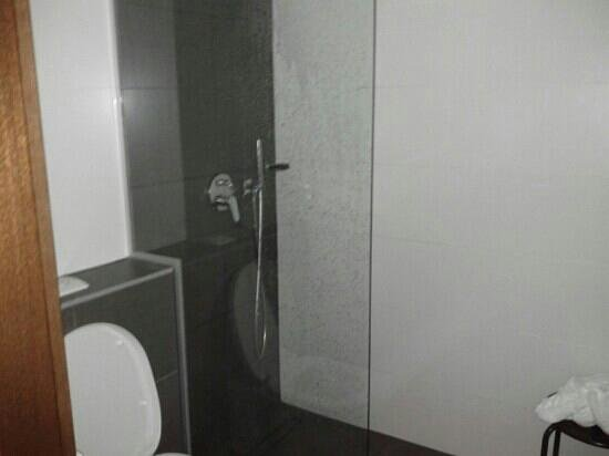 offene dusche alpen karawanserai time design hotel masse