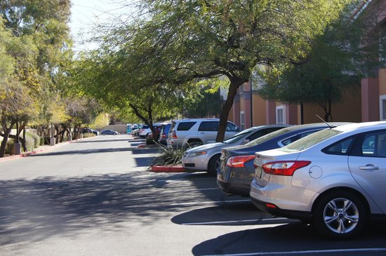 Homewood Suites by Hilton Phoenix / Scottsdale:                   Plenty of parking