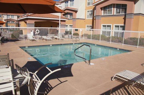 Homewood Suites by Hilton Phoenix / Scottsdale:                   Pool area
