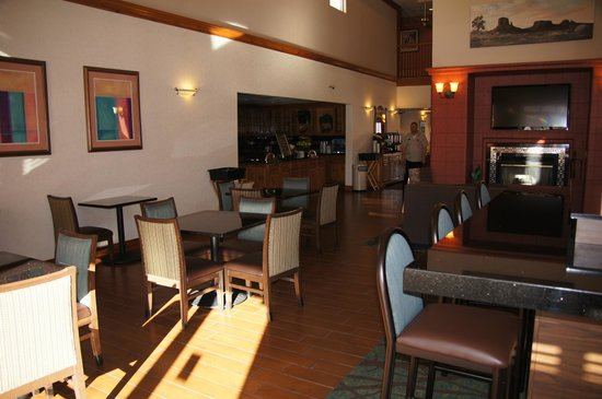 Homewood Suites by Hilton Phoenix / Scottsdale:                   Dining area