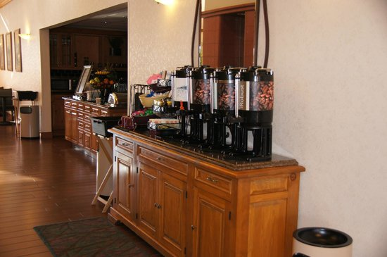 Homewood Suites by Hilton Phoenix / Scottsdale:                   Complimentary breakfast area