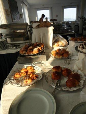 Hotel Mediterraneo Sorrento :                   Buffet petit déjeuner ...Beaucoup de choix !