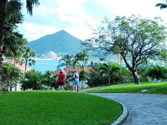 Divi Little Bay Beach Resort:                   Uphill to the Rooms. Get the Golf Cart!