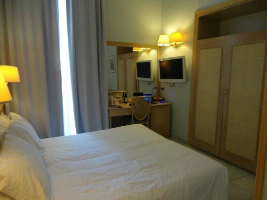 Hotel Mediterraneo Sorrento :                   Ma chambre face à la mer (1 personne).