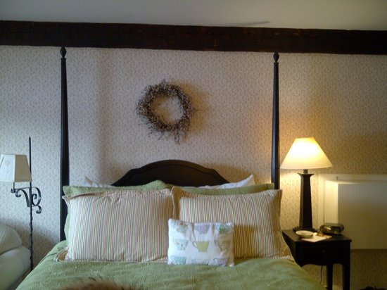 Brass Lantern Inn:                   Clean and feels like mom's guest room for your stay