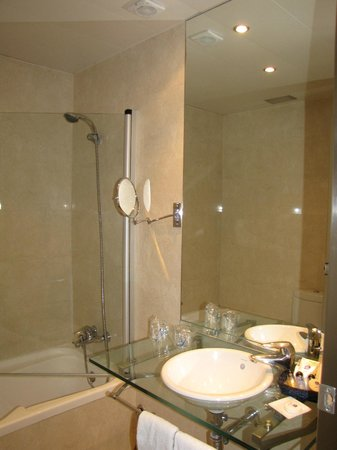BEST WESTERN Mediterraneo: Bathroom