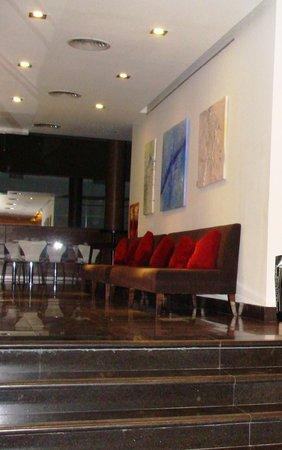 Dazzler Maipú:                   Vista Sala Café e computadores