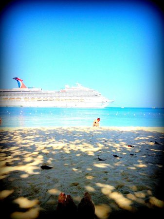 Rooms Ocho Rios:                                     Looking out from the beach to one of the cruise ships