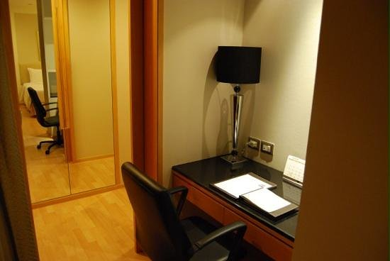 Centre Point Hotel Chidlom:                   office 26th floor suite