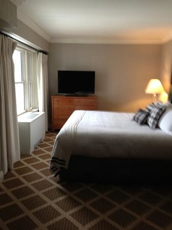 Hanover Inn Dartmouth: king room