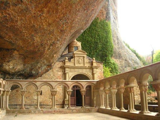 Monasterio de San Juan de la Peña:                   Interior del claustro