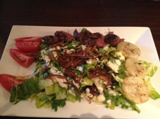 Tommy Bahama's Restaurant & Bar: steak salad