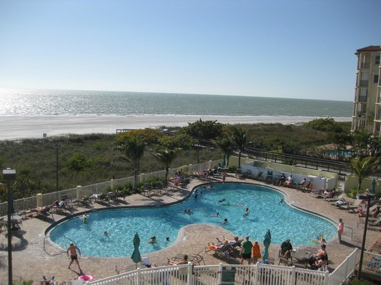 Sunset Vistas Beachfront Suites:                   pool area and great beach location
