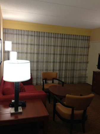 Courtyard by Marriott Winston-Salem Hanes Mall: sitting area