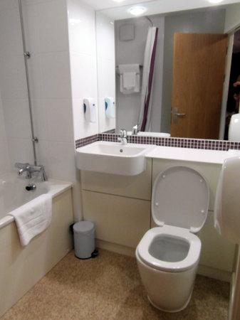 Premier Inn Welwyn Garden City Hotel: Clean toilets