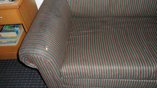 Howard Johnson by Wyndham San Diego Hotel Circle:                   sofa