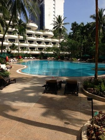 Shangri-La Hotel, Singapore:                   beautiful pool area