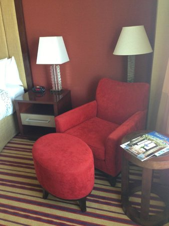 Renaissance Charlotte SouthPark Hotel: chair in room