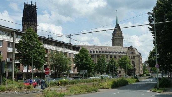 Rathaus Duisburg:                   Umgebung des Rathauses, Sicht von Norden