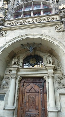 Rathaus Duisburg:                   Repräsentativer Eingang zum Duisburger Rathaus