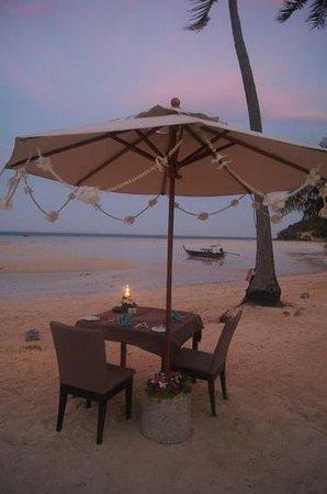 Phi Phi Island Village Beach Resort:                   romantic beachside dinner location
