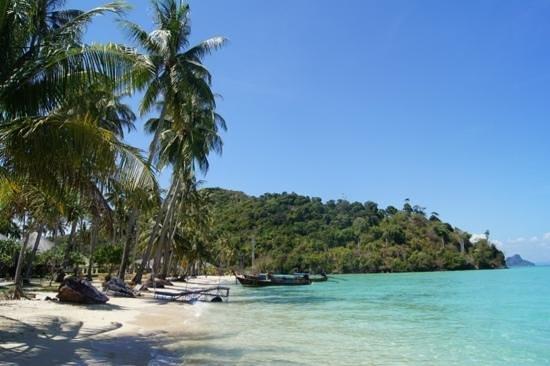 Phi Phi Island Village Beach Resort:                   the resort private beach