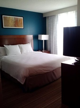 Residence Inn Boston Norwood/Canton :                   Newly renovated March 2013